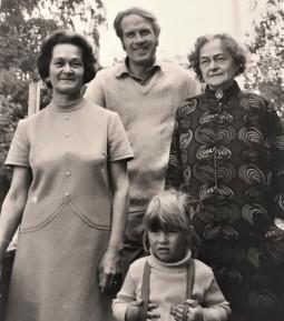 Gammelfarmor, farmor, pappa och jag