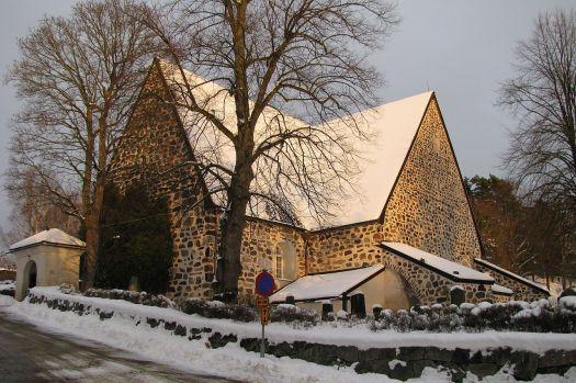 1280px-Värmdö_kyrka,_november