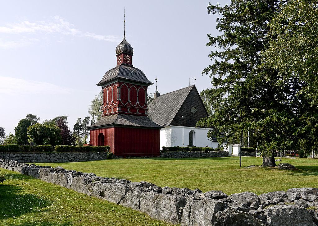 1024px-Nordmalings_kyrka01
